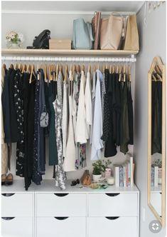 9 astuces pour te faire un super dressing dans ton 20m2 Open Wardrobe, Wardrobe Storage, Closet Storage, Closet Organization, Clothing Organization, Organization Ideas, Open Clothes Storage, Clothing Storage, Clothing Racks