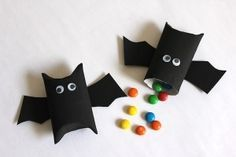 Bat party favors for the vampire party! My First Halloween, Pretty Halloween, Halloween 2019, Fall Halloween, Happy Halloween, Halloween Party, Halloween Snacks, Halloween Items, Diy Halloween Decorations