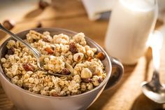 Selfmade Granola - very delicious and easy to make in one of our Panasonic Microwave Ovens. Healthy Snacka, Yummy Healthy Snacks, Healthy Eating, Easy To Cook Meals, Easy Cooking, Low Gi Foods, High Fiber Foods, Snack Box, Muesli