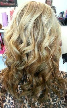 reverse+ombre+hair | Reverse ombre with the rest of her hair curled.