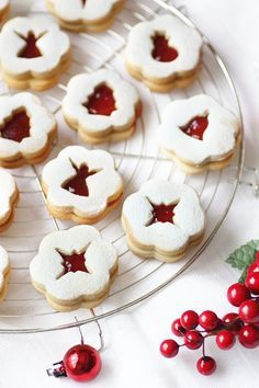 Cookies for Christmas Christmas Sweets, Christmas Kitchen, Christmas Cooking, Christmas Goodies, Best Holiday Cookies, Xmas Cookies, Cupcake Cookies, Cupcakes, Linzer Cookies