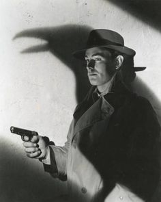 Alan Ladd as Philip Raven in This Gun For Hire (1942).
