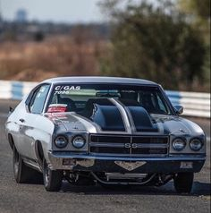 The Ten Best Street Cars for Drag Racing - 1970 Chevrolet Chevelle American Classic Cars, American Muscle Cars, Chevy Chevelle Ss, Camaro Ss, Chevrolet Corvette, Chevy Muscle Cars, Gm Car, Street Racing, Drag Cars