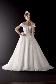 ブランドドレス|Vieux Paris【ヴュ・パリ】|結婚式のウェディングドレス、カラードレス、和装のレンタルならヴュ・パリ