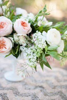 Juliette Rose and ranunculus centerpiece: http://www.stylemepretty.com/2014/04/15/garden-glamour-inspiration-shoot/ | Photography: Diana McGregor - http://www.dianamcgregor.com/