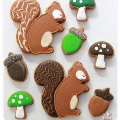 Woodland decorated cookies... You can find more on Sweetopia.net by typing forest cookies in the search bar. Thanks to @icingland for the inspiration! #decoratedcookies #autumncookies #cookiedecorating
