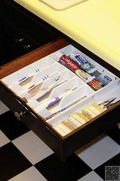 8. Use a #Silverware Organizer - 48 #Super Smart #Bathroom Organization #Ideas ... → DIY #Short
