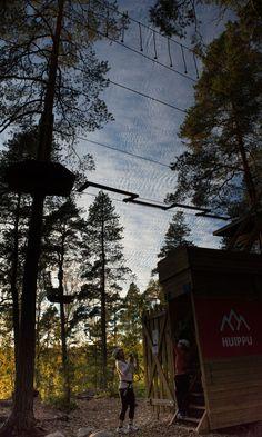 Tästä alkaa seikkailu! Huipun yläratojen portilla. May the adventure begin! The gate to the top courses in Huippu Treetop Adventure. #seikkailupuisto #treetopadventure #espoo #finland