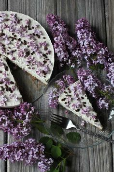Lilac Cream Cake | 32 Edible Flowers - The Complete List Of Flowers You Can Eat & Flower Recipe Ideas