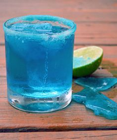 Blue Margarita with blue salt and blue ice chips (Breaking Bad cocktail) Ingredients: 4 oz tequila 2 oz triple sec 2 oz freshly squeezed lime juice 2 oz blue curacao 2 teaspoons superfine sugar Tequila Drinks, Blue Drinks, Cocktail Drinks, Cocktail Recipes, Alcoholic Drinks, Mixed Drinks, Colorful Cocktails, Liquor Drinks, Cocktail Ideas