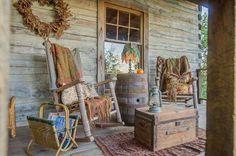primitive homes decorations Cabin Porches, Decks And Porches, Country Porches, Rustic Porches, Front Porches, Side Porch, Primitive Homes, Country Primitive, Primitive Decor