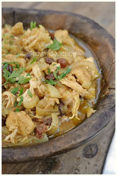 Chicken and onion Tangine. Looks good. Curry and chicken cannot be wrong :)