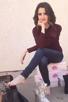 Sexy Laura Marano is sure one pretty girl ! Any questions ? Ariana Grande Feet, Barefoot Girls, Pinup Girl Clothing, European Girls, Laura Marano, Beautiful Toes, Female Feet, Victoria Justice, Celebrity Feet