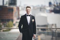 #Hochzeit: #Bräutigam im klassischen #Smoking und schwarzer Fliege