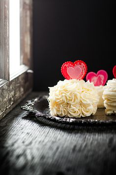 Mini Valentine's Cakes : Baileys-soaked Vanilla Cake with Nanny Burke'sButtercream #foodstyling #foodphotography