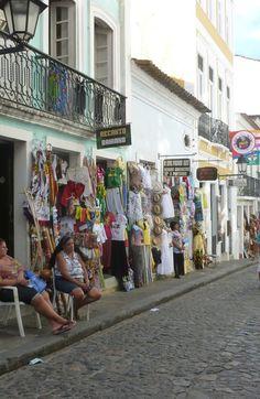 Vamos conhecer a história do famoso bairro do Pelourinho? http://viajarpelahistoria.com/pelourinho-salvador-bahia/