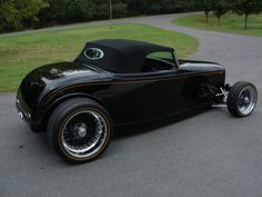 For some reason, I am really drawn to the 32 Fords! :) 1932 Ford Roadster!