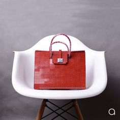 This dark red AGABAG tote is a chic choice for everyday use. It is handcrafted with LEGO bricks. Its interior is generously proportioned to fit all of your daily essentials, including an iPad and work documents. Bags 2015, Lego Brick, Designer Bags, Street Chic, Bricks, Dark Red, Ipad, Essentials, Fit