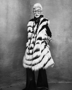 Quick wit and rare bird Iris Apfel needs no introduction, though if you have missed this insightful and down to earth documentary,. Iris Apfel Young, Friday Film, Black And White Costume, Jeans With Heels, Nyc Art, Lucky Ladies, Advanced Style, Girl Fashion, Womens Fashion