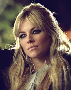 Sienna Miller short hair cuts are the most appealing short hair styles. Sienna Miller short hair cuts have proved i. Sienna Miller Pelo, Sienna Miller Bangs, Sienna Miller Makeup, Middle Part Bangs, Celebrity Hairstyles, Cool Hairstyles, Gorgeous Hairstyles, Parted Bangs, Short Hair