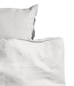 Light gray. PREMIUM QUALITY. King/queen duvet cover set in washed linen with double-stitched seams at edges. Duvet cover fastens at foot end with concealed