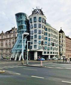 Je víkend, jste v Praze, nudíte se a nevíte, co zajímavého dělat? Podívejte se na našich 10 tipů, co dělat v Praze a užijte si víkend, jak má být. Co Dělat, Street View, Instagram