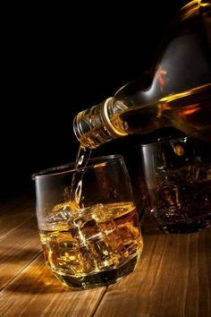 In the eighteenth and nineteenth centuries, Irish Whiskey was incredibly popular in Britain, with 1200 distilleries existing in Ireland in Be. Whiskey Glasses, Whiskey Drinks, Cigars And Whiskey, Scotch Whiskey, Irish Whiskey, Bourbon Whiskey, Whiskey Bottle, Irish Coffee, Whisky Live