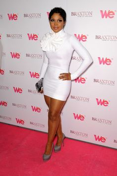 toni_braxton_white_dress_in Mychael Knight design. Foreign Celebrities, All White Party, Toni Braxton, I Love Music, Queen, Female Singers, Classy And Fabulous, Tight Dresses, Beautiful Black Women