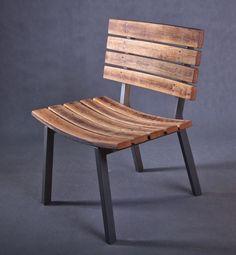 NOVITUS - This is a classic chair whose seat is made of barrel elements and a cast iron base. The chair consists of nine oak staves and two steel sandblasted frames. The frames match the profiles of oak stave curves.  / Ein klassischer Stuhl mit Sitz aus Fasselementen und einem gusseisernen Sockel. Der Stuhl setzt sich aus neun Eichendauben und zwei sandgestrahlten Rahmen zusammen. Die Rahmen werden ans Profil der Daubenbögen angepasst. Outdoor Chairs, Outdoor Furniture, Outdoor Decor, Old Wood, Contemporary Interior, Scandinavian Style, Armchairs, Garden Design, Vintage Fashion