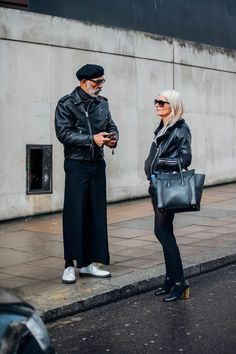 Best street style looks at London Fashion Week Men's. See Vogue's best street style looks at London Fashion Week Men's. London Fashion Week Street Style, Mens Fashion Week, New Fashion, Style Fashion, Mens Wide Leg Jeans, Best Leather Jackets, La Mode Masculine, Fashion Couple, Men Street