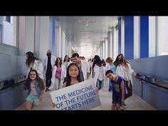 """Científicos bailando al ritmo de """"Safe and Sound"""", la popular canción de 2011 del grupo norteamericano Capital Cities. Es lo que han tenido que hacer en el Instituto de Investigación Biomédica (IRB Barcelona) para encontrar financiación para sus proyectos de investigación."""