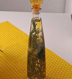 Rosmarin-Knoblauch-Öl, ein leckeres Rezept aus der Kategorie Gewürze/Öl/Essig/Pasten.