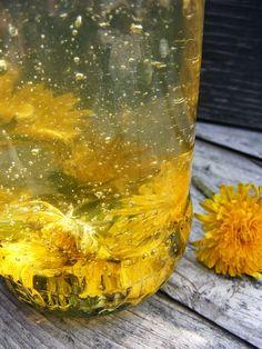 Dandelion honey szeretetrehangoltan: Pitypangos akácméz. Mire jó a gyermekláncfű.  http://szeretetrehangoltan.blogspot.hu/2015/04/pitypangos-akacmez-mire-jo-gyermeklancfu.html
