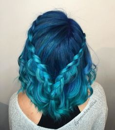 Blue hair like the ocean - The new hair color trend, Blue is associated with the wide sea and a crystal clear sky. In addition, this color stands for freedom, peace and harmony. Dye My Hair, New Hair, Dyed Hair Men, Pretty Hairstyles, Braided Hairstyles, Spring Hairstyles, Scene Hairstyles, Hairstyles 2018, Braided Updo