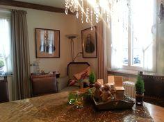 Die wohnlichen Aufenthaltsräume im Landhausstil sorgen im AKZENT Hotel Gut Höing für eine gemütliche und entspannte Atmosphäre. Das Hotel, Oversized Mirror, Furniture, Home Decor, Hangout Room, Environment, Cottage Chic, Decoration Home, Room Decor