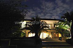 Kanlıca' da yeşilliklerle çevrili 103.000 m2 arsa üzerine kurulu 28 villadan oluşan Tatlıcı Villaları'nda 810 m2 kullanım alanlı, B tipi kısmi boğaz manzaralı villa.