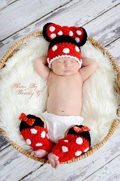Mickey or Minnie mouse crochet hat Newborn- Crochet Bebe, Knit Crochet, Crochet Crafts, Crochet Projects, Crochet Photo Props, Crochet Leg Warmers, Knitted Hats Kids, Crochet Disney, Pet Monkey