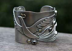 firebird sterling silver gold and garnet cuff by spiralstone Metal Clay Jewelry, Metal Bracelets, Silver Bracelets, Bangle Bracelets, Silver Jewelry, Silver Ring, Silver Earrings, Modern Jewelry, Jewelry Art
