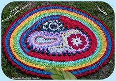 """Tapete de Trapilho em Crochet de Formas Livres (Free Form Crochet): """"Tapete Formas Livres e Cores 2""""  http://helenacc.blogspot.com.br/2013/01/tapete-formas-livres-e-cores-2-em.html"""