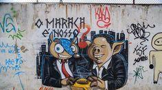 Un graffiti représentant Fuleco avec un cochon, sur un mur du métro de Maracana, près du stade du même nom, à Rio.