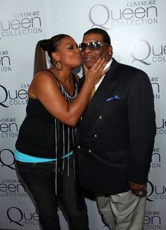 Queen Latifah and her dad. Chillaxing.
