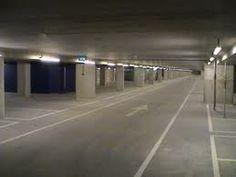 Ondergronds parkeren. Om een rustige en voertuigloze wijk te creëren hebben wij een grote ondergrondse parkeergarage. Deze loopt vanaf één van de twee woontorens helemaal onder het eiland door.