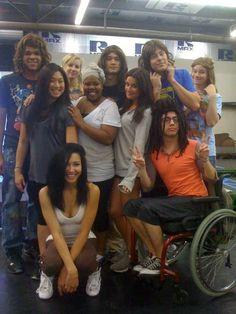 Glee cast having fun :P (Naya looks SO adorable here! Rachel Berry, Naya Rivera Glee, Rachel And Finn, Glee Club, Fandoms, Chris Colfer, Cory Monteith, Lea Michele, Darren Criss