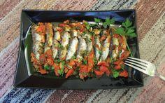 Σαρδέλες με ντομάτα και σάλτσα μουστάρδας Fish And Seafood, Greek Beauty, Cooking Recipes, Chicken, Meat, Gymnastics, Kitchen, Fitness, Cooking
