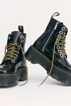 Fashionable Boots for Women Doc Martens, Dr Martens Jadon, Dr Martens Outfit, Cute Shoes, Me Too Shoes, Awesome Shoes, Chunky Shoes, Chunky Platform Boots, Dream Shoes