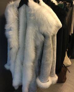 """119 likerklikk, 8 kommentarer – Ullkilden (@ullkilden.no) på Instagram: """"God morgen. Får nesten lyst til å ta på seg jakka og gå å legge seg igjen  #drømmejakka #deiligmyk…"""" Fur Coat, God, Instagram Posts, Jackets, Dios, Down Jackets, Praise God, Fur, Fur Coats"""