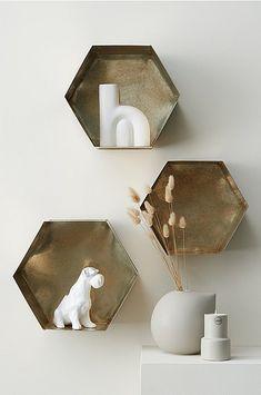 Ellos Home Væghylde Hexagon - Messing - Bolig & indretning - Ellos. Decor Interior Design, Floating Shelves, Room, Home Decor, Decoration, Bedroom, Decor, Decoration Home, Room Decor