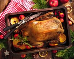 L'Anatra Ripiena al Forno è un piatto davvero speciale, perfetto per il pranzo della domenica in famiglia! Da servire rigorosamente con un contorno di Patate al Forno e magari accompagnata anche da della Polenta, l'Anatra Ripiena Arrosto è uno di quei piatti conviviali perfetti anche per le Feste. Carne, Buffet, Turkey, Dishes, Polenta, Meat, Baking, Food, Contouring