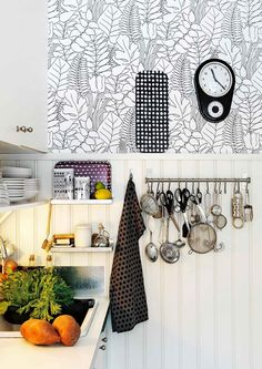 10 x näin käytät puolipaneelia | Meillä kotona Interior Wallpaper, Loft House, Scandinavian Interior Design, House Layouts, Simple House, Kitchen Accessories, Interior Inspiration, Interior Ideas, Home Kitchens