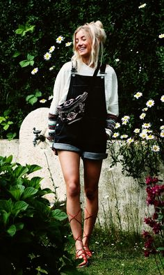 Nanda Schwarz- totally something my sis would wear!